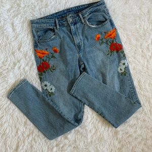 Special edition poppy embroidered vintage Levi's